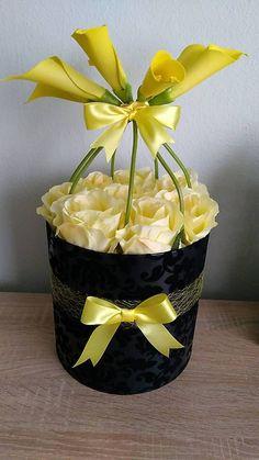 Mooi ingepakte rozen voor iemand in rouw | kijk voor meer inspiratie voor rouwgeschenken op www.rememberme.nl #rozen #bloemen #rouw #troost #rouwgeschenk #geschenk #bloemen