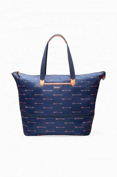 This bag defines versatility! Wear it for day to day use or unzip and expand for an overnight trip.