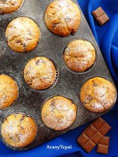 Meggyes-tejcsokis muffin http://aranytepsi.blogspot.hu/2014/10/meggyes-tejcsokis-muffin.html