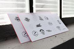 Da muss man nochmal genau hinschauen: Diese Einladung von Zeichen & Wunder lädt mit schwarzem und semi-transparentem Druck zum Entdecken ein.  www.zeichenundwunder.de  #mitschmackesgedruckt #letterpress #printstudio #madeingermany