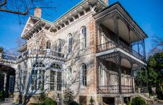 Let's talk about some of the HOT wedding venues in Memphis, TN! Maddie Moree gets the vendor scoop on Annesdale Mansion!