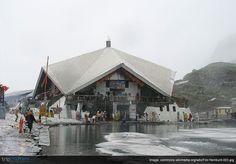 This famous #Gurudwara is situated in the #Himalayas. Can you identify it?   1)Sri Harimandir Sahib 2)Sri Damdama Sahib 3) Sri Keshgarh Sahib 4) Sri Hemkunt Sahib #India | #Trivia