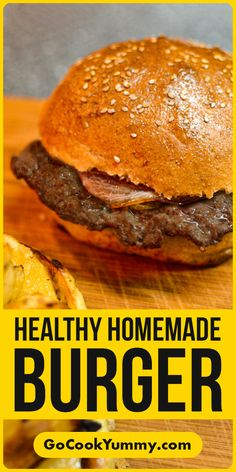 Super delicious homemade burger with caramelized onions and bacon. Ideally for those who are looking for a healthy recipe to prepare it for their kids and family! Quick and easy burger at home with home baked burger buns Healthy Burger Recipes, Fast Healthy Meals, Beef Recipes, Best Brunch Recipes, Dinner Recipes Easy Quick, Delicious Burgers, Delicious Sandwiches, Baked Burgers, Easy Homemade Burgers