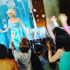 Show Frozen com neve artificial  11947564076 whatsapp  www.analufesta.com.br