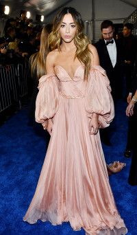 Critics' Choice Awards 2020 Red Carpet Fashion: Celebs in Dresses - Carpets Mag Celebrity Style Guide, Celebrity Look, Critic Choice Awards, Critics Choice, Pink Gowns, Pink Dress, Designer Formal Dresses, Red Carpet Fashion, Star Fashion