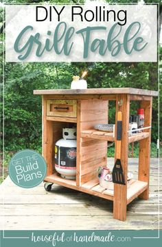 Build this beautiful grill cart with 2x4s and cedar fence pickets! It has lots of storage and a large top for prep next to the grill. Build plans from Housefulofhandmade.com. Table Top Grill, Patio Grill, Grill Table, Diy Grill, Backyard Patio, Backyard Landscaping, Backyard Ideas, Grill Stand, Grill Cart