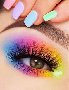 Beautiful Makeup Artist Tips For Colorful, Glittering And Dark Eyeshadow - Page . - Beautiful Makeup Artist Tips For Colorful, Glittering And Dark Eyeshadow – Page 4 of 6 – make - Makeup Eye Looks, Eye Makeup Art, Colorful Eye Makeup, Cute Makeup, Smokey Eye Makeup, Colorful Eyeshadow, Beauty Makeup, Eyebrow Makeup, Bright Eyeshadow