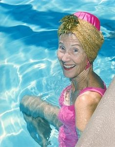 Swimming can be great exercise for the Elderly who struggle with slight mobility issues. Plus it's a great way to cool off on a warm summers day. Practice water safety though and never swim alone! Beautiful Smile, Beautiful People, Style Funky, The Golden Years, Old Age, Aged To Perfection, Advanced Style, Ageless Beauty, Young At Heart