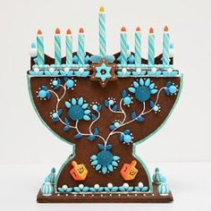 Chanukah Gifts on Florence and Isabelle - Kosher gingerbread menorah decorating kit by @sweetthrills