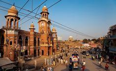 Torre do relógio pontilhada no Paquistão