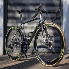 A completely ENVE'd out @litespeed_bike Ti T2 Disc. It even has custom SES 5.6 Disc decals.  @bicyclecafe #builtwithenve #irideenve #iRideENVE #ENVEComposites #Cycling #CarbonWheels #MountainBike #HandbuiltBikes #BikePorn