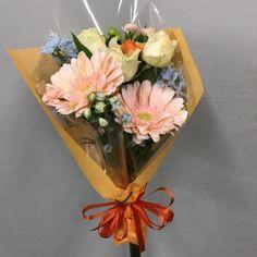 お祝い用の花束を作成しました 4078515