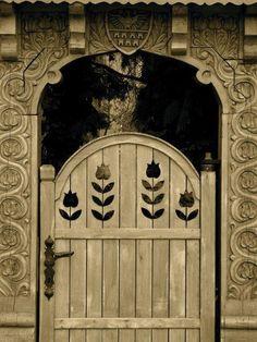 ♅ Detailed Doors to Drool Over ♅ art photographs of door knockers, hardware & portals - door in Hungary Cool Doors, Unique Doors, Entrance Gates, Grand Entrance, Knobs And Knockers, Door Knobs, Portal, When One Door Closes, Wooden Gates