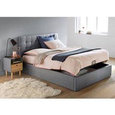 L'élégance d'une tête de lit à la finition capitonnée couplée à un ingénieux système de rangement sous le sommier relevable c'est toute la promesse d'une chambre plus que futée !