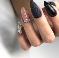 Fantastic Absolutely Free Nail Art Red inspiration Style Fingernails or toenails utilised to return in some colours. Reddish, red-colored as well as red. Nail Swag, Creative Nail Designs, Creative Nails, Stiletto Nails, Toe Nails, Nagel Stamping, Almond Acrylic Nails, Almond Nails, Sparkle Nails