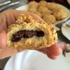 Kurabiyeyi kıyır kıyır ve çikolatalı seviyorsanız dışınıda fındıklı yaparak daha iyi bir lezzet elde edebilirsiniz mutlaka deneyin....