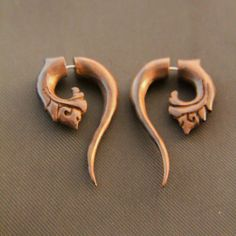 """Organic Earrings Carved Sono Wood Hook Pyramid Light Weight Ear Plugs 6G-11//16/"""""""