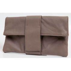Geanta plic BROWN Bags, Fashion, Handbags, Moda, Fashion Styles, Fashion Illustrations, Bag, Totes, Hand Bags