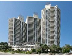 The Murano Grande was constructed in 2003 by the prominent Related Group of Florida. True to its name, this building is a massive complex consisting of three interconnected towers that cascade in a sleek and elegant design that stands out even in the vibrant South of Fifth district of Miami Beach.