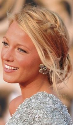 Can i be her please, she is beautiful and is dating Ryan Reynolds.