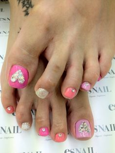 Toe nail design with rhinestones