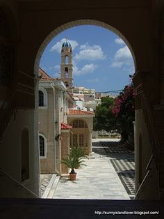 Holy Cathedral of the Dormition of the Virgin, Ermoupolis, Syros. I can remember standing in that same archway, taking an almost identical shot! #syros