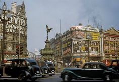 A photo of Piccadilly Circus in 1949..jpg