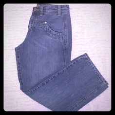 """Tommy Hilfiger Denim Capris Tommy Hilfiger denim capris. Size 3. In great condition. I only wore these a couple of times. The wear you see on the pocket, in the last photo, is how they were purchased.  22"""" inseam. Tommy Hilfiger Jeans Ankle & Cropped"""