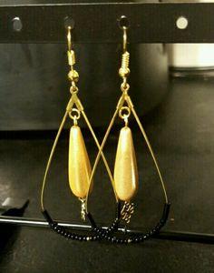 Boucle d'oreille perle noir/ doré By me