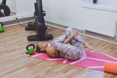 EROON SELKÄKIVUISTA - 15 venytystä helpottamaan alaselän ja lonkan kipuja Pilates, Toddler Bed, Health Fitness, Wellness, Gym, Workout, Home Decor, Stretching, Physics