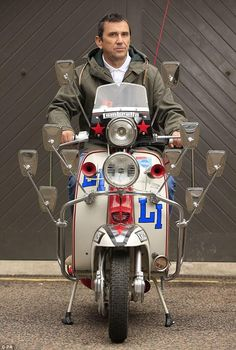 "Phil Daniel, aka Jimmy Cooper of ""Quadrophenia"". The actor and the iconic Lambretta scooter he rode throughout the film were reunited. Scooters Vespa, Lambretta Scooter, Motor Scooters, Piaggio Vespa, Scooter Custom, Mod Scooter, Scooter Girl, Skinhead Fashion, Beatles"