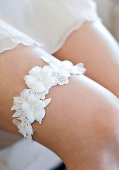 LUCA Lace Wedding Garter 2