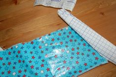 Easy 10 sewing tips projects are offered on our internet site. Take a look and you wont be sorry you did. Sewing Hacks, Sewing Tutorials, Sewing Tips, Bags Sewing, Sewing Projects For Beginners, Diy Projects, Learn To Sew, How To Make, Mens Fashion Online