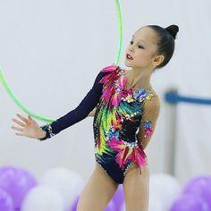 760 отметок «Нравится», 6 комментариев — Rhythmic Gymnastics (@podolskiye_rodnichki) в Instagram: «✨♂️✨#RG #2017 #rhythmicgymnastics #rhythmic #rg_foto ✅#СозоноваСоня 2️⃣0️⃣0️⃣9️⃣ #гимнастки_LEA…»