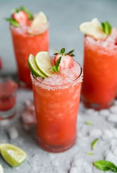 These Strawberry Mint Margaritas are so refreshing and perfect for spring and summer! They're made with a easy mint simple syrup, freshly puréed strawberry juice, tequila, Grand Marnier, and lime juice of course! Pair these with some chips and guac and yo Cocktails Champagne, Easy Cocktails, Summer Cocktails, Cocktail Drinks, Fun Drinks, Cocktail Recipes, Alcoholic Drinks, Beverages, Diet Drinks