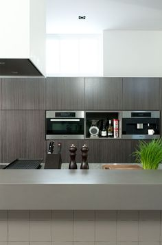 Black Kitchen Design from Stylish Interior Design for Modern House by Remy Meijers Stylish Interior Design for Modern House by Remy Meijers Best Kitchen Designs, Modern Kitchen Design, Interior Design Living Room, Living Room Designs, New Kitchen, Kitchen Dining, Kitchen Decor, Decoration Design, Cool Kitchens