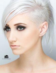 Trendy Haarkleur = Ice White! - Kort Har!