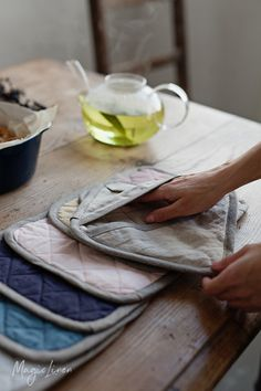 A linen pot holder will not only protect your fingers from heat but also will add a unique touch to your kitchen decor. Available in more than 10 colorways >>