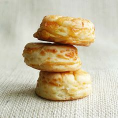 Savory Hungarian Cheese Biscuits Pogácsa Recipe (w cottage and cheddar cheese) Hungarian Cuisine, European Cuisine, Hungarian Food, Croatian Recipes, Hungarian Recipes, Hungarian Desserts, Strudel, Sour Cream, Hungarian Cookies
