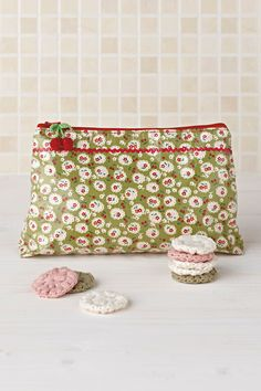 DIY beauty washbag sewing pattern | Mollie Makes