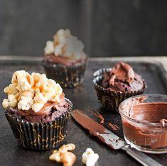 Suklaiset mudcake-muffinit ja toffeepopcorn | Makea leivonta | Kodin Kuvalehti