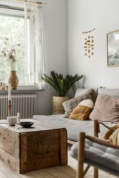 Living room, couch, palmtree, bohemian home, home decoration, copyright 2018 Anna Malmberg