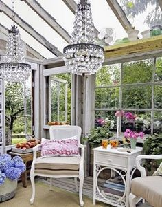 Glamorous Garden Shed Makeover - Shabby Chic She Shed Decorating Shabby Chic Greenhouse, Outdoor Rooms, Outdoor Living, Outdoor Seating, Indoor Outdoor, White Wicker Furniture, Upcycled Furniture, Vintage Furniture, Vintage Chairs
