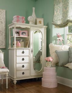 Lovin the color combo... would swap green & pink... adds to the perfect room i repinned for my baby girl's paradise