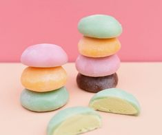 Learn ALL about mochi ice cream! Discover this hot dessert trend, like what is mochi ice cream, what's it made of and where to buy mochi ice cream near you. Mochi Recipe, Keylime Pie Recipe, Hot Desserts, Asian Desserts, Japanese Snacks, Japanese Sweets, Tempura, Sashimi, What Is Mochi