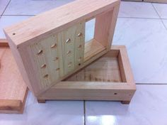 Medidas da caixa ( internas ):  Ninho= 15x27 cm por 7 cm altura  Melgueira= 15x27 cm por 7 cm altura  Espessura da madeira= 2,...
