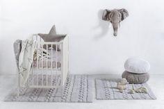 Lorena Canals Tapis enfants Trenzas achetez à bon prix en ligne Lorena Canals Rugs, Deco Kids, Small Nurseries, Kids Bedroom Furniture, Nursery Rugs, Chic Nursery, Nursery Ideas, Room Ideas, Washable Rugs