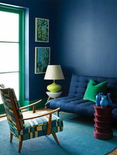 bleu intérieur salon canapé idée fauteuil moderne déco mur