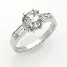 Eleganter Diamant-Solitärring Weißgold, gest. 750. Zentral besetzt mit einem Diamanten im Antiksch — Schmuck