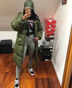 Best Casual School Outfit Ideas For College Girls Chill Outfits, Dope Outfits, Trendy Outfits, Winter Fashion Outfits, Fall Winter Outfits, Autumn Winter Fashion, Black Girl Fashion, Look Fashion, Fashion 2018
